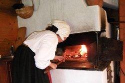 Sodyba su maistu - babkos kepimas - Dzūkijos uoga