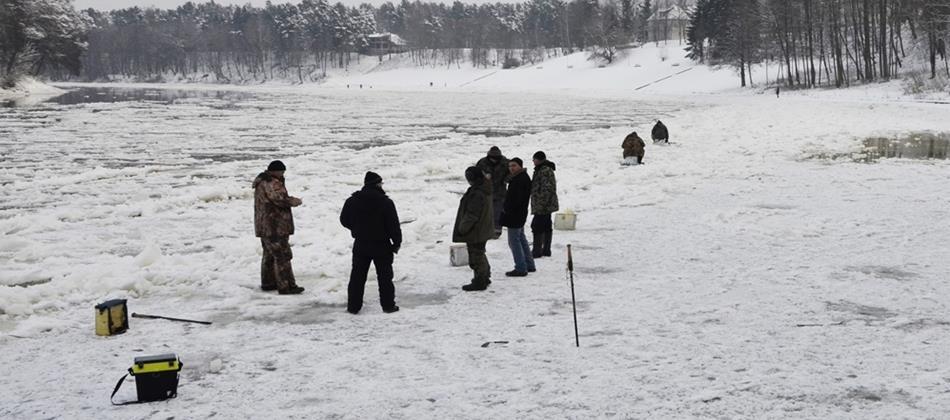 Фото : Чем заняться в Друскининкай зимой - зимняя рыбалка - Dzūkijos uoga
