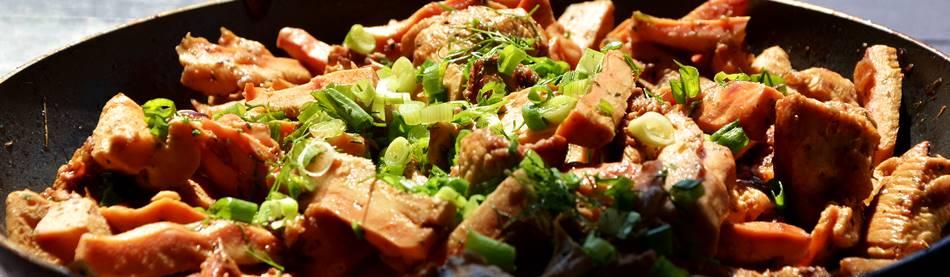 """Foto: pavasario grybai valgomoji geltonpintė paruošti su mėsa - sodyboje """"Dzūkijos uoga"""""""