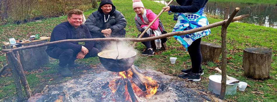 """Развлечение в Друскининкай для семей - суп на костре в усадьбе сельского отдыха """"Dzukijos uoga"""""""